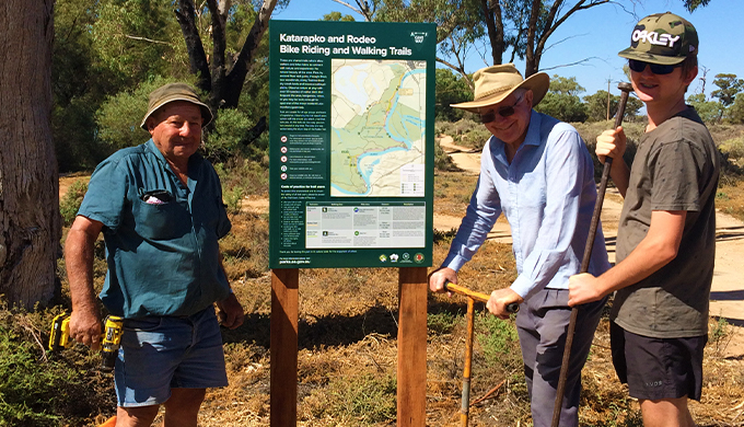 New riding and hiking trails in Murray River National Park have signs designed, developed and installed by  Friends of Riverland Parks and the Berri Bike Boys