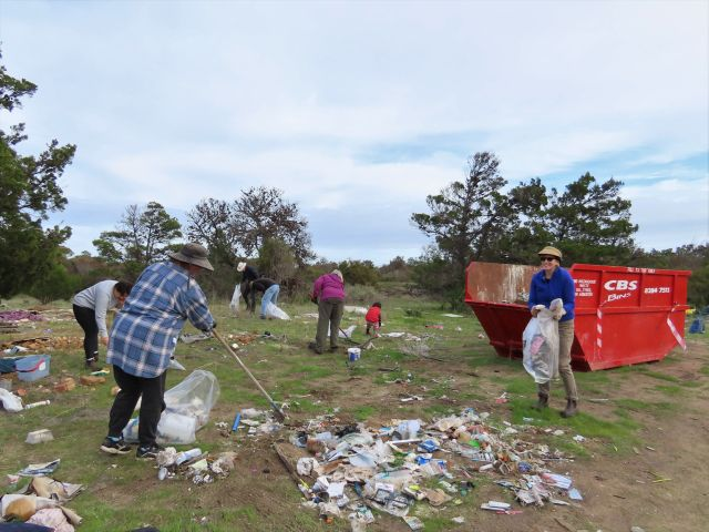 Adelaide International Bird Sanctuary celebrate a very effective cleanup at Parham  last Sunday